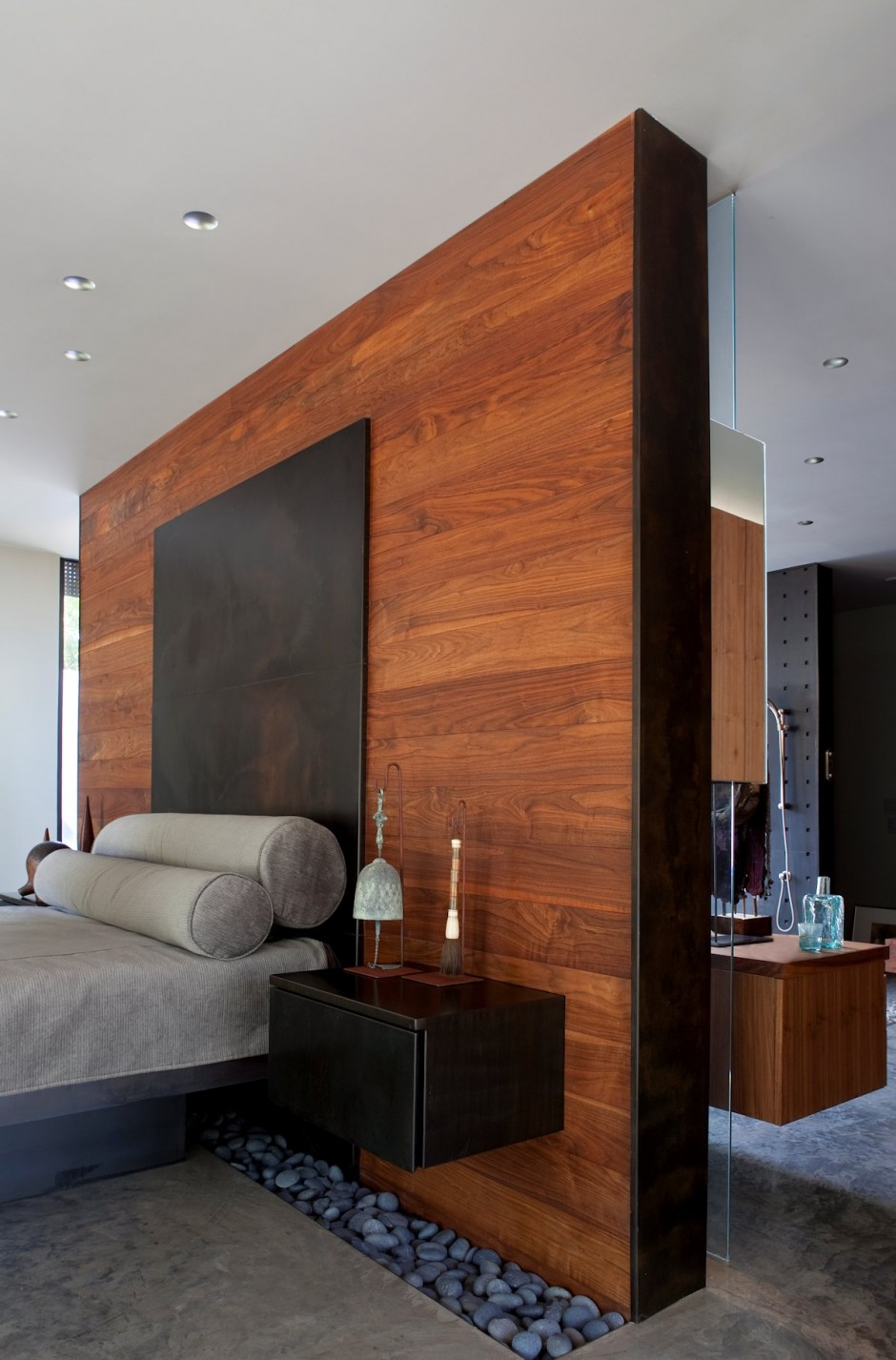 6-bedroom-wood-accent-wall-master-design