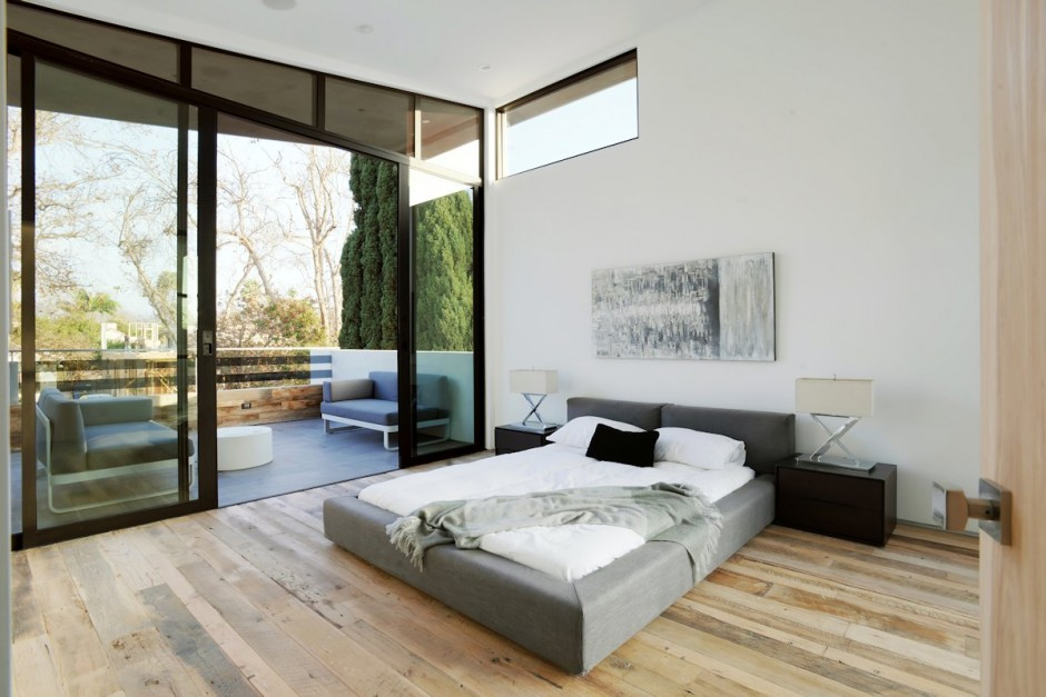 9-easy-access-to-outdoor-from-bedroom