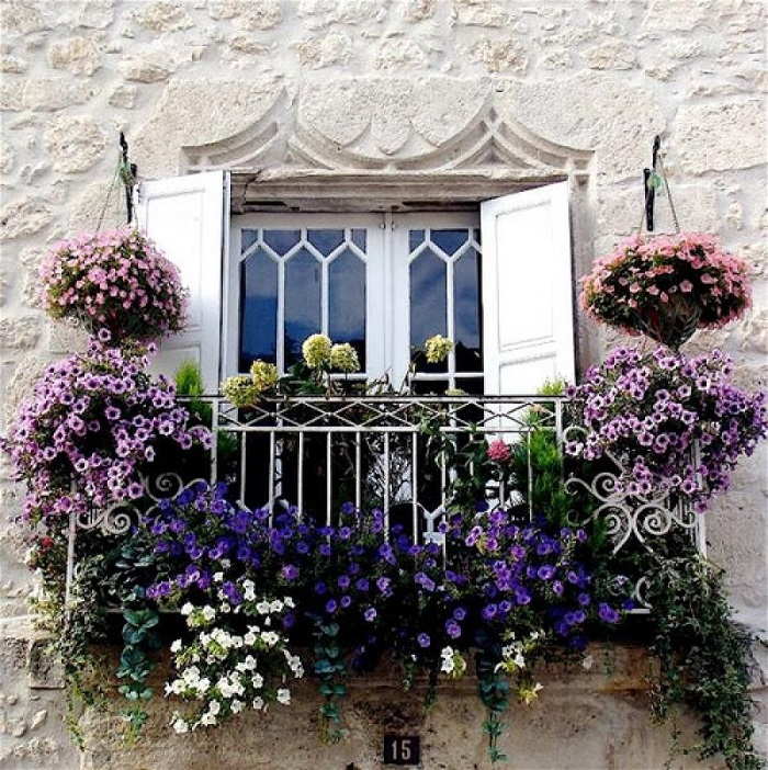 AD-Magnificent-Gardens-You-Can-Have-On-Your-Balcony-11