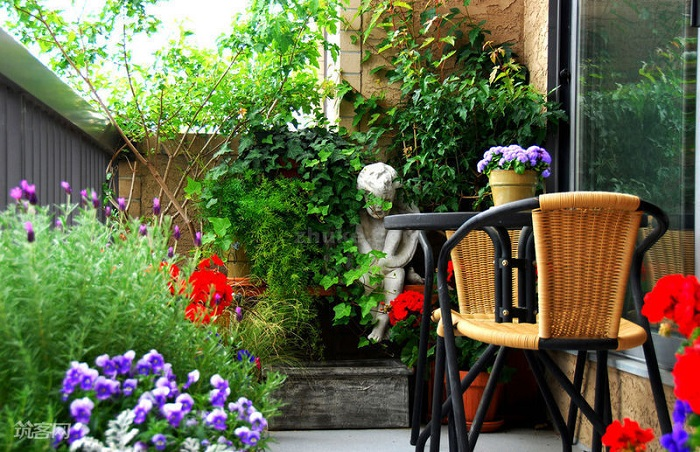 AD-Magnificent-Gardens-You-Can-Have-On-Your-Balcony-20