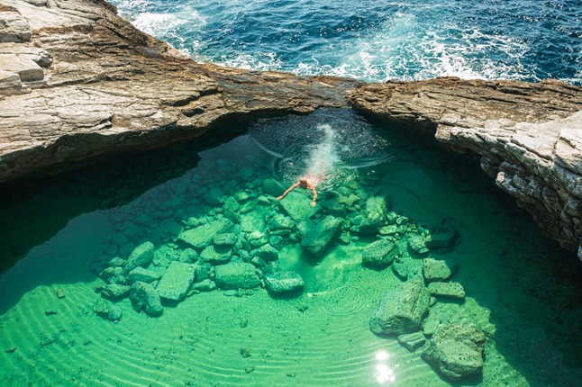 1-Amazing Pools