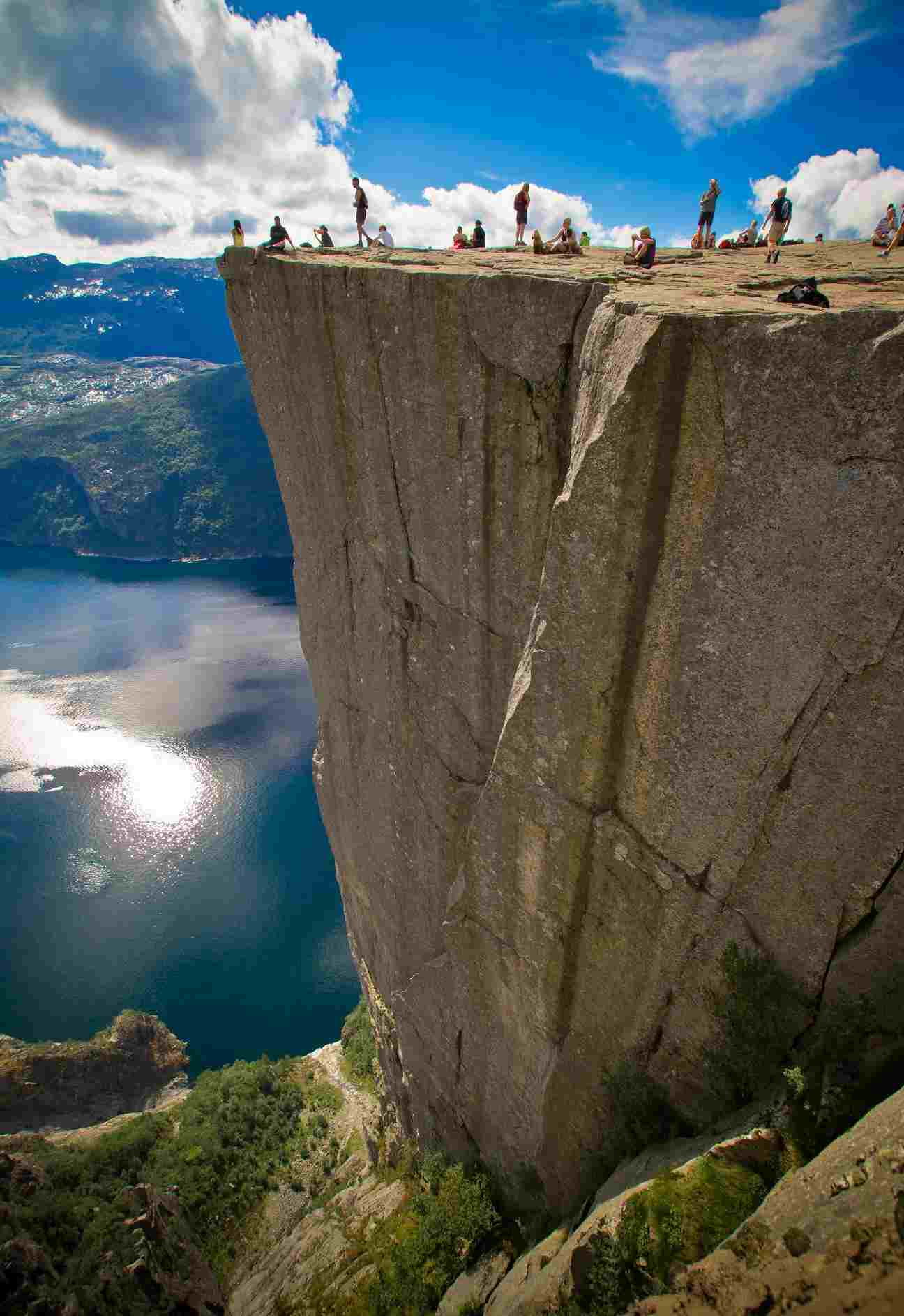 18-Preikestolen_cliff_Norway