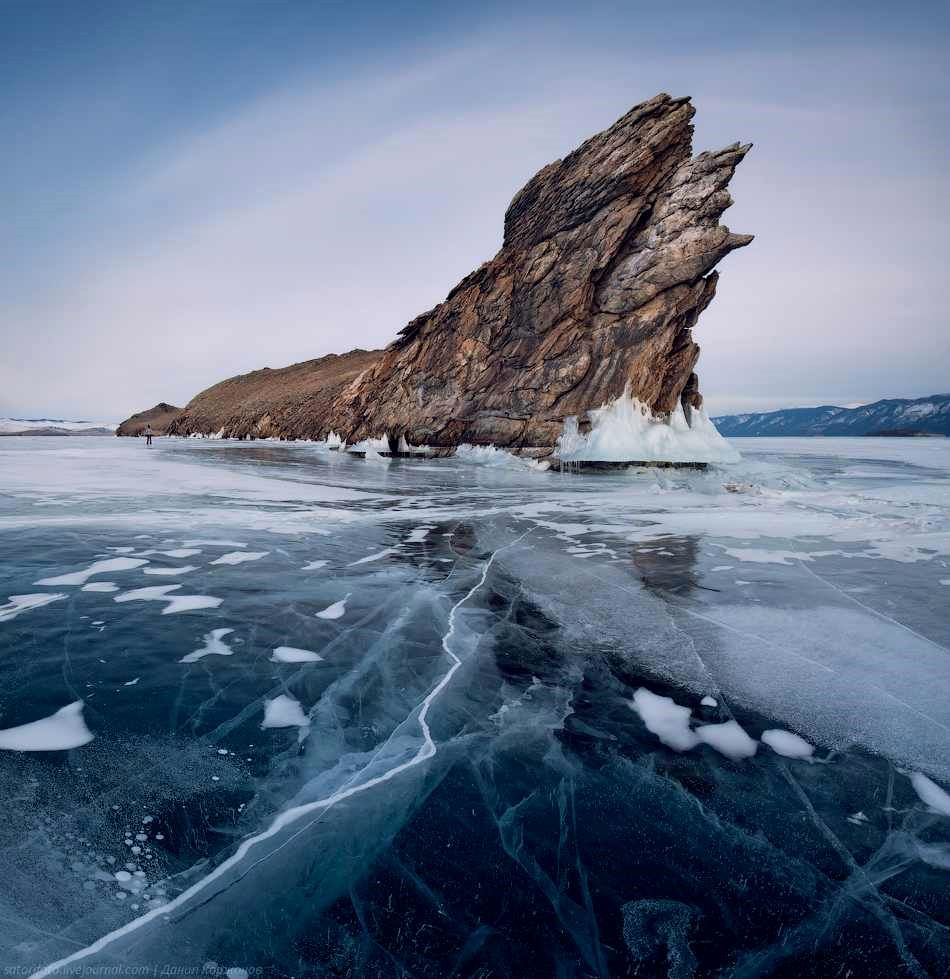 2-Frozen_Lake_Baikal_Russia