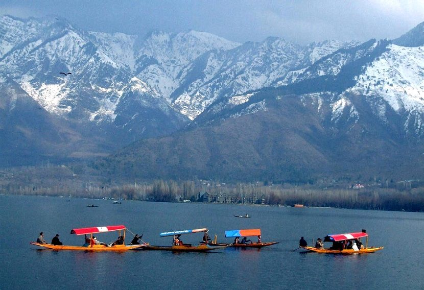 29-Dal_Lake_in_Srinagar_Kashmir