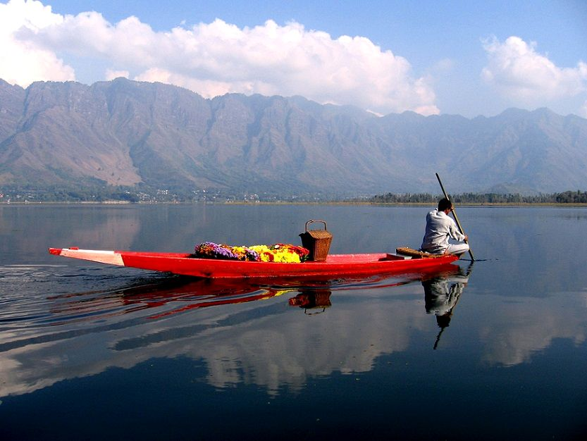 30-Dal_Lake_in_Srinagar_Kashmir