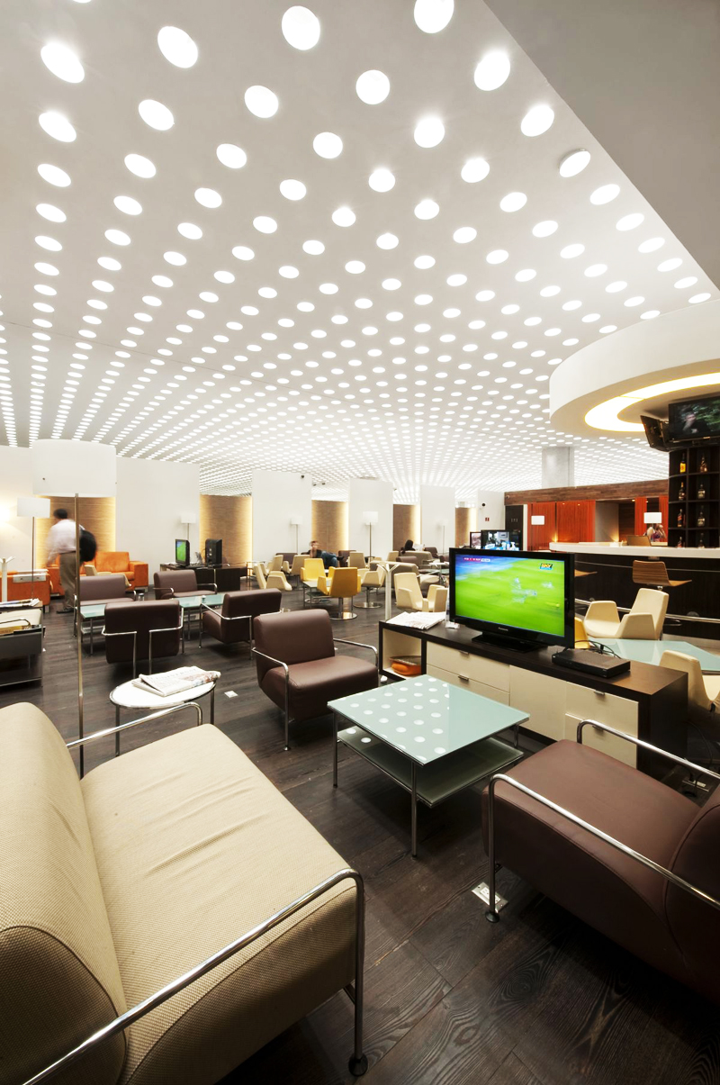 Top 10 Most Amazing Airport Lounges Around The Globe