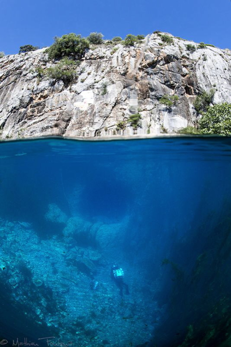AD-Incredible-Photos-That-Reveal-A-Glimpse-Of-What-Lies-Beneath-The-Waters-Surface-07