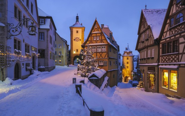 AD-Most-Picturesque-Winter-Towns-From-Around-The-World-01