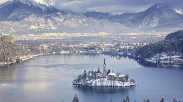 AD-Most-Picturesque-Winter-Towns-From-Around-The-World-06