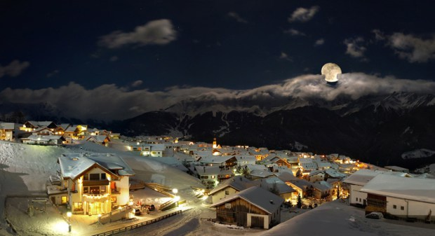 AD-Most-Picturesque-Winter-Towns-From-Around-The-World-11