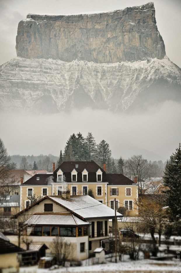 AD-Most-Picturesque-Winter-Towns-From-Around-The-World-23