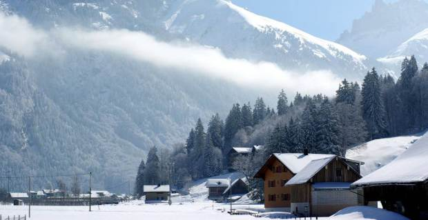 AD-Most-Picturesque-Winter-Towns-From-Around-The-World-30-1