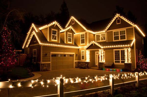 Top 46 outdoor christmas lighting ideas illuminate the holiday outdoor christmas lights ideas for the roof aloadofball Images