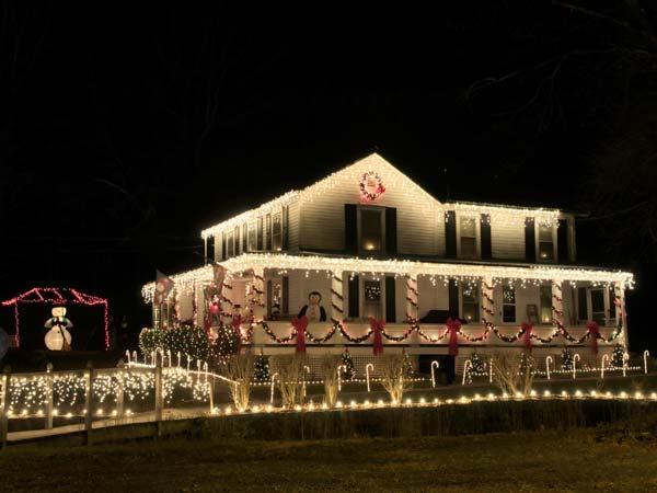 Outdoor-Christmas-Lighting-Decorations-21