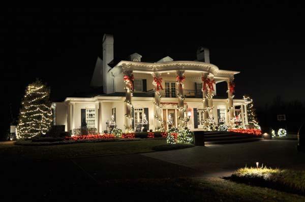 Outdoor-Christmas-Lighting-Decorations-36