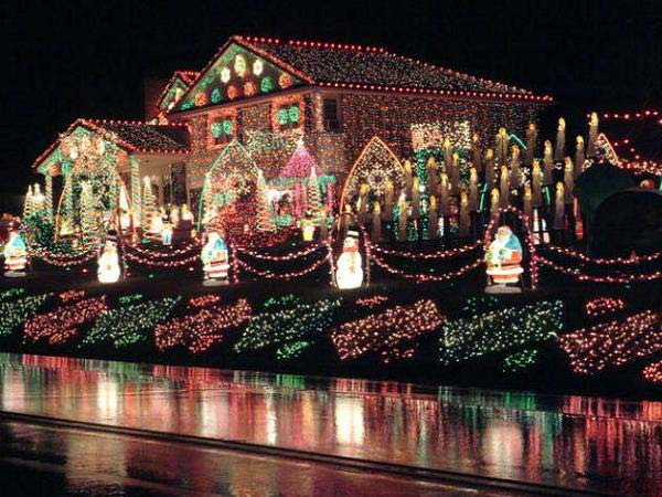 Outdoor-Christmas-Lighting-Decorations-38
