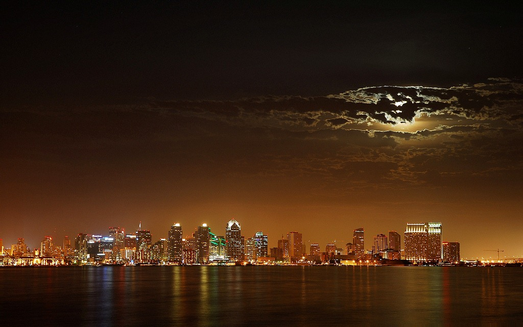 7-Skyline-San-Diego-California-at-night