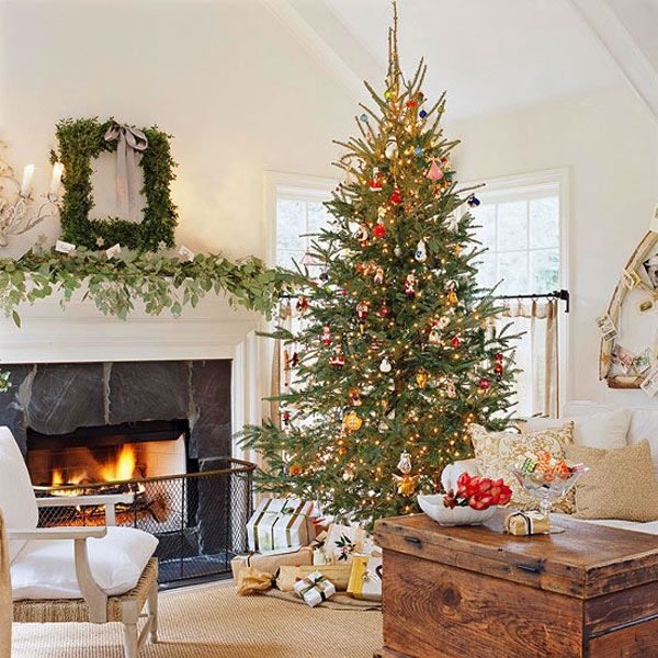 ad 03 traditional christmas tree - Chic Christmas Decorations