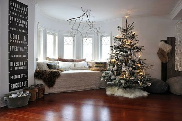 AD-25-living-room-christmas-tree
