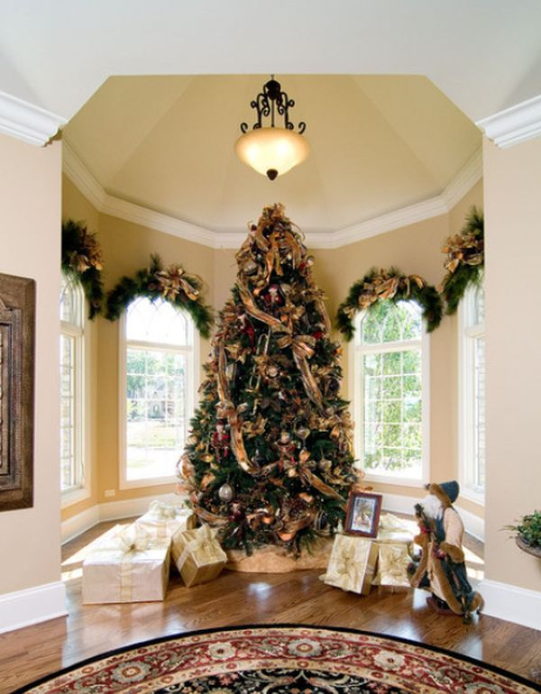 ad 26 christmas tree somtuous - White And Gold Christmas Tree Decorations