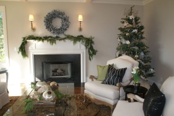 AD-27-mantel-and-christrmas-tree-decor