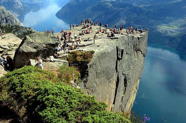 17-amazing-places-preikestolen-1