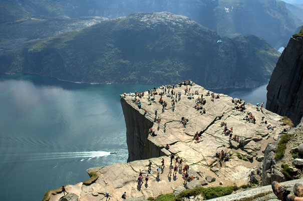 17-amazing-places-preikestolen-2