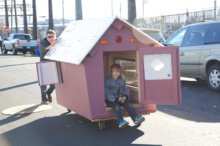 AD-Recycled-Homeless-Homes-Project-Gregory-Kloehn-08