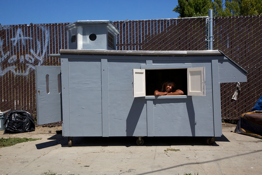 AD-Recycled-Homeless-Homes-Project-Gregory-Kloehn-14