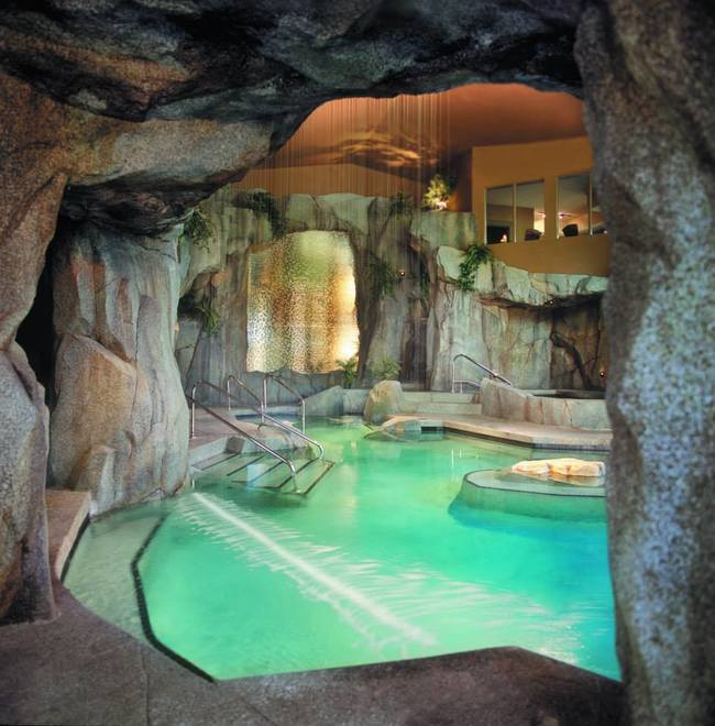 AD-Hot-Tubs-That-Could-Only-Be-More-Amazing-14