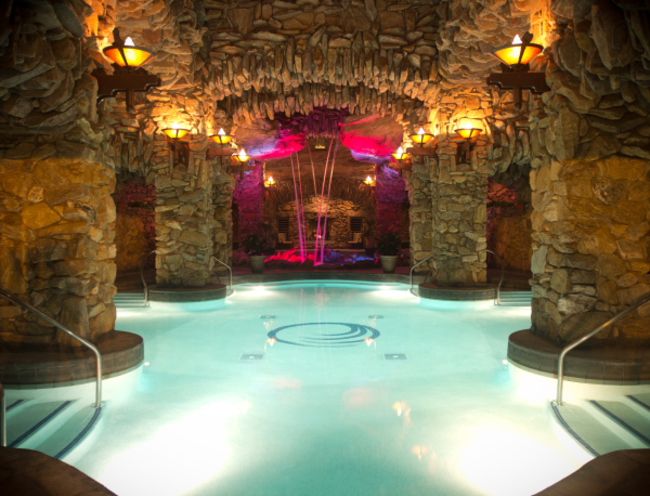 AD-Hot-Tubs-That-Could-Only-Be-More-Amazing-22
