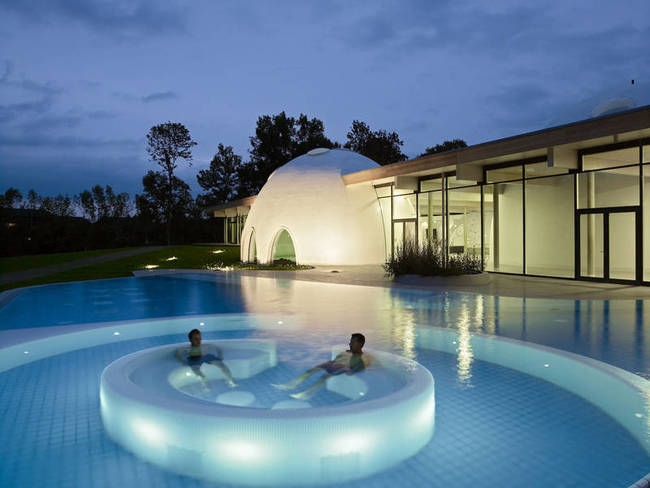 24 hot tubs that could only be more amazing if they were time machines architecture design - I bagni piu belli del mondo ...