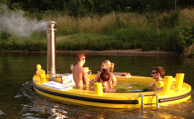 AD-Hot-Tubs-That-Could-Only-Be-More-Amazing-3