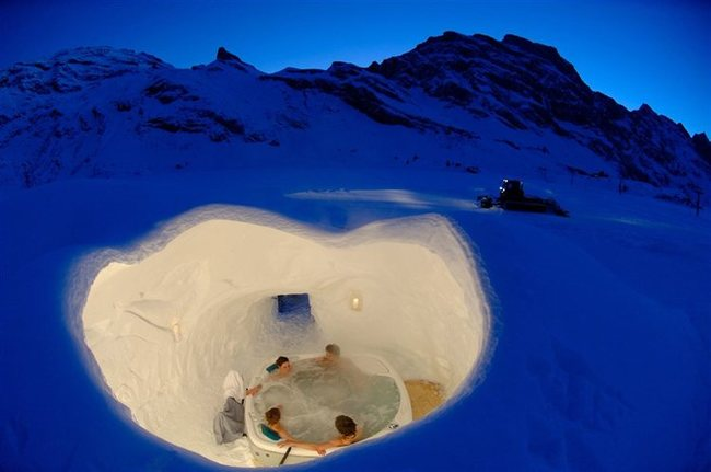 AD-Hot-Tubs-That-Could-Only-Be-More-Amazing-9