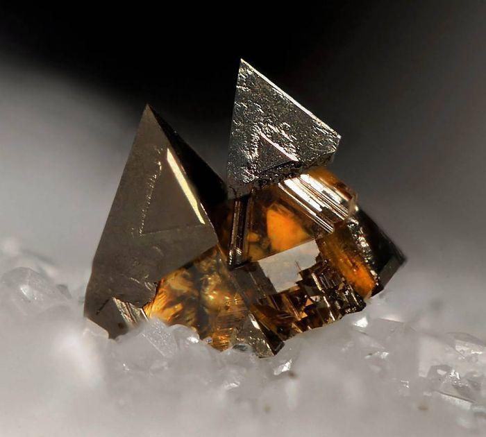 AD-Amazing-Stones-Minerals-42