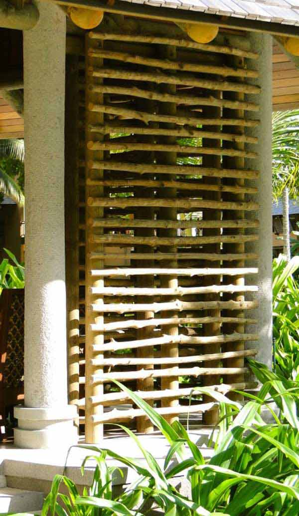 25 diy reclaimed wood projects for your homes outdoor for Outdoor wood privacy screen