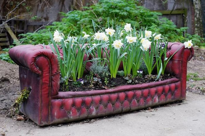 25 Ways To Turn Your Old Furniture Into A Fairytale