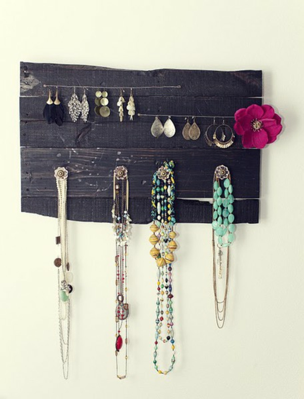 16-AD-Jewelry-hanger-wooden-pallets-furniture-design-ideas
