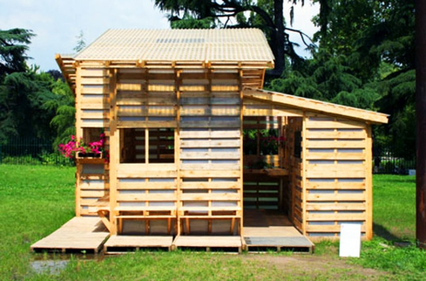 20-AD-DIY-garden-house-craft-project-wooden-pallets