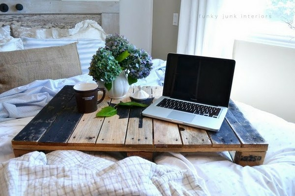 28-AD-Bed-table-laptop-DIY-wooden-pallets-furniture-ideas