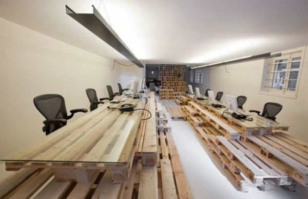 9-AD-unique-office-equipment-wooden-pallets-furniture