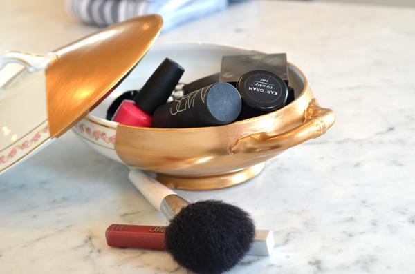 AD-Makeup-Storage-Ideas-16