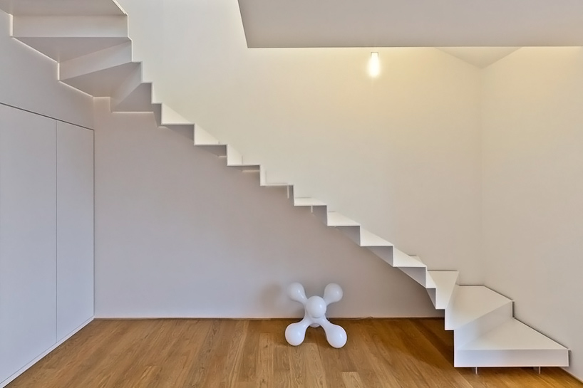 AD-Sleek-Floating-Staircases-23