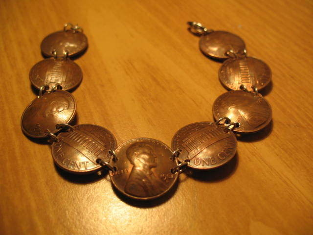 AD-Amazing-DIY-Projects-You-Can-Do-With-Old-Pennies-17