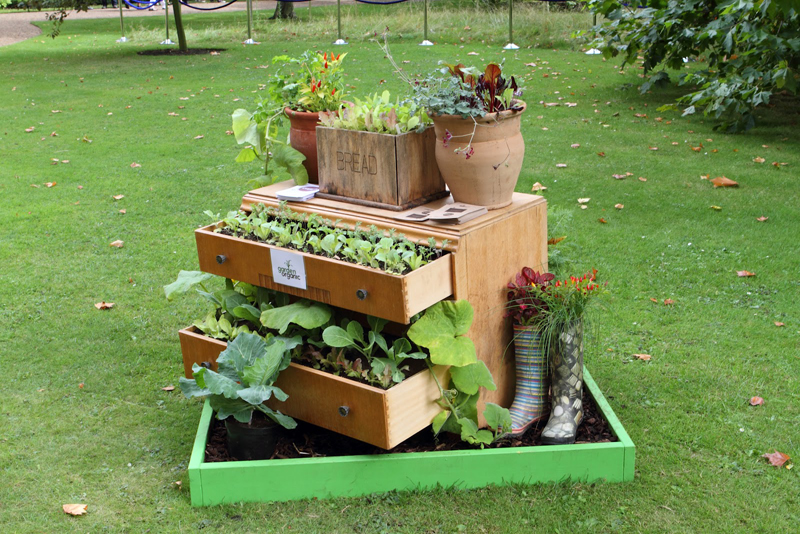 40 Creative DIY Gardening Ideas With Recycled Items | Architecture ...