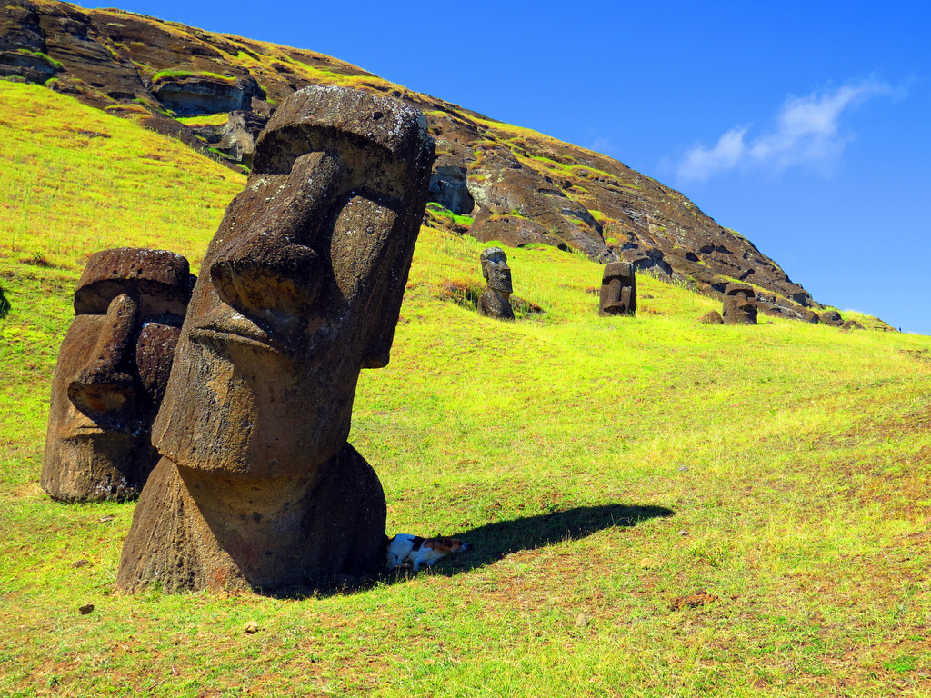AD-Easter-Island-Statue-Bodies-11