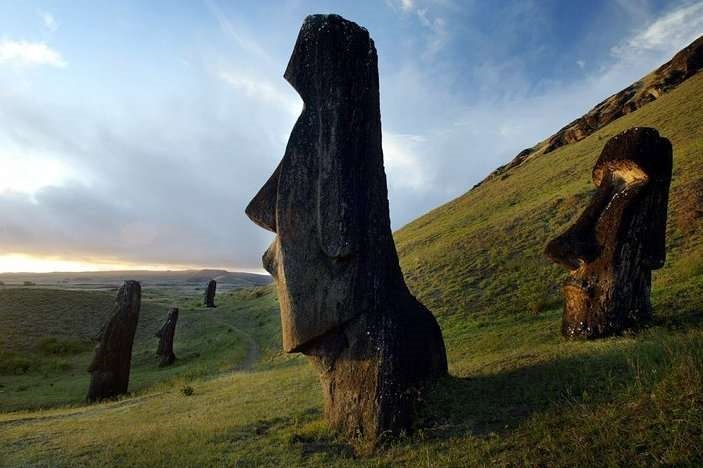 AD-Easter-Island-Statue-Bodies-2