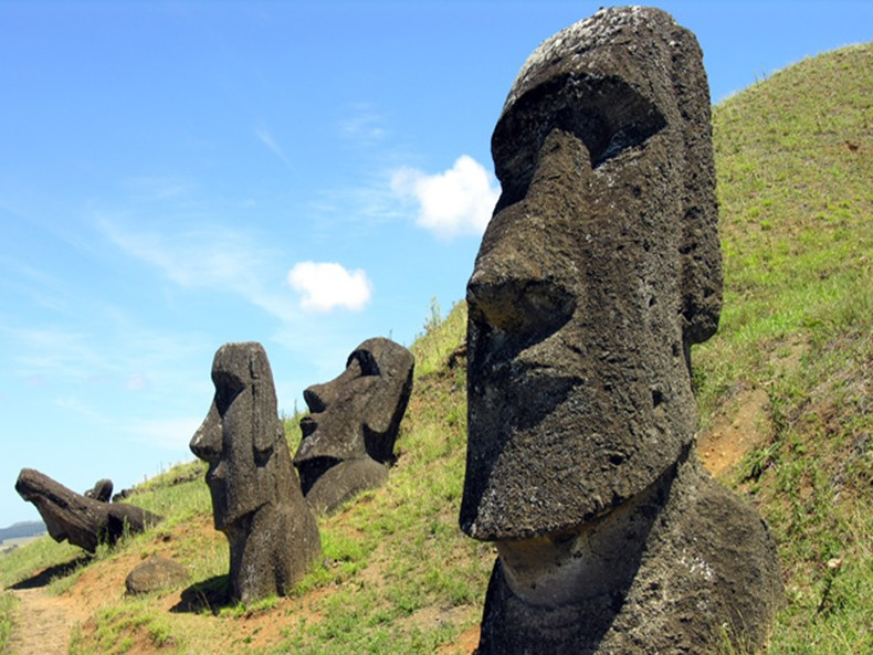 AD-Easter-Island-Statue-Bodies-4A