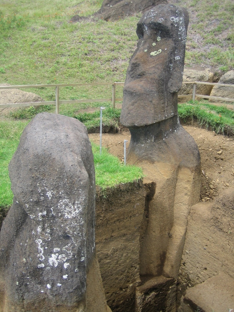 AD-Easter-Island-Statue-Bodies-8