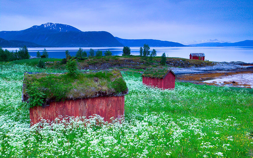 AD-Fairy-Tale-Viking-Architecture-Norway-14